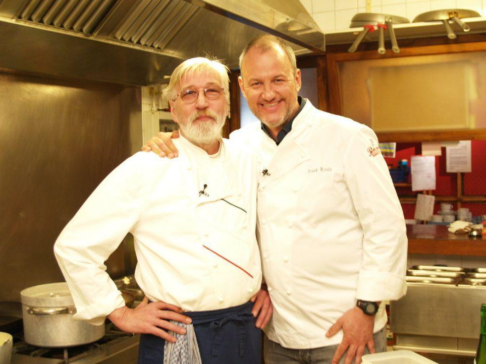 Herbert (l.) bittet Frank Rosin (r.) um Hilfe, denn seinem Restaurante Brisas auf Mallorca droht der Bankrott ... - Bildquelle: kabel eins