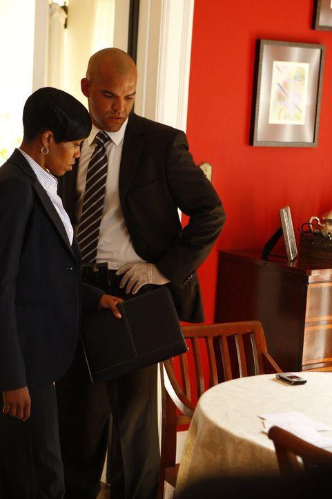 Detective Rene Cordero (Amaury Nolasco, r.) versucht zusammen mit seiner Kollegin Detective Lydia Adams (Regina King, l.), den aktuellen Fall zu lös... - Bildquelle: Warner Brothers