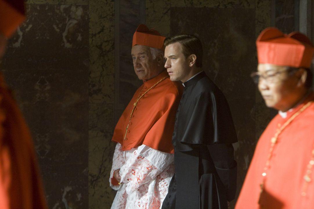 """Der Papst ist tot, das Konklave zur Wahl eines neuen Pontifex hat eben begonnen. Die Staatsgeschäfte ruhen kommissarisch in den Händen des """"Camerlen... - Bildquelle: 2009 Columbia Pictures Industries, Inc. All Rights Reserved."""