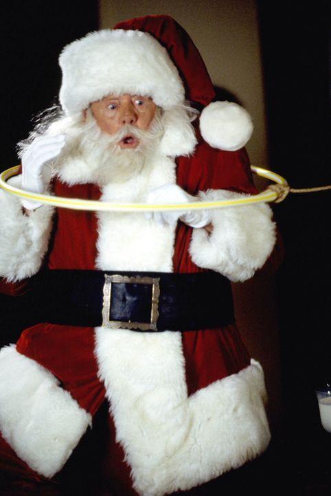 Um seine Existenz beweisen zu können, baut die kleine Judy eine Falle für den Nikolaus (Dick Van Patten), der ihr auch prompt auf den Leim geht ... - Bildquelle: Tag Entertainment