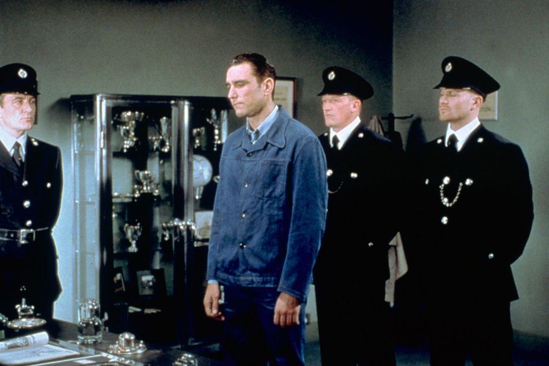 Eines Tages landet der Fußballstar Danny Meehan (Vinnie Jones, 2.v.l.) im Knast. Auch dort macht er sich viele Feinde und wenige Freunde ... - Bildquelle: Paramount Pictures