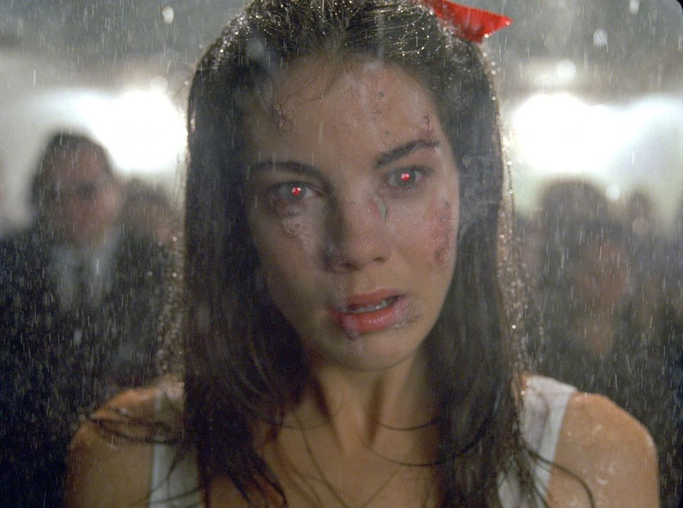 Als Constantine einen Wunsch beim Teufel frei hat, wünscht er sich die Befreiung von Isabels (Rachel Weisz) in der Hölle gefangen gehaltenen Seele .... - Bildquelle: Warner Brothers