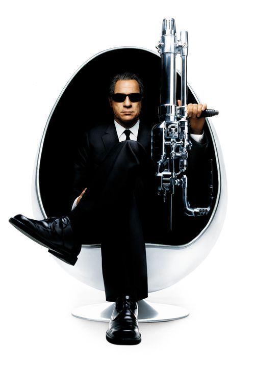 Agent K (Tommy Lee Jones) ist zurück ... - Bildquelle: 2003 Sony Pictures Television International