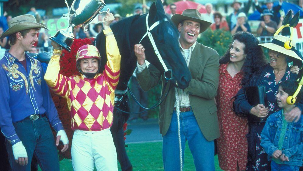 Corrie und das Rennpferd - Bildquelle: Disney