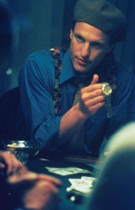 In New York gilt er als bester Cop den die U-Bahn Wache je hatte: Charlie (Woody Harrelson) - Bildquelle: Columbia Tristar