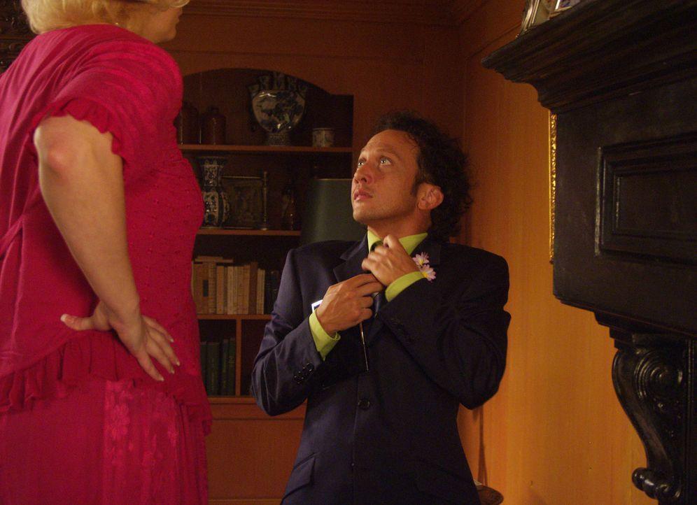 In Holland soll Deuce (Rob Schneider, r.) auf einer Gigolo-Akademie lernen, sein Potential als käuflicher Liebesdiener voll auszuschöpfen und sein... - Bildquelle: 2005 Columbia Pictures Industries, Inc.  All Rights Reserved.