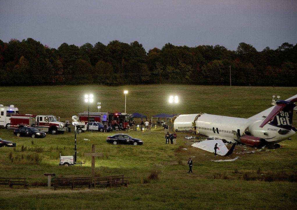 Geschafft: Whip ist es gelungen, auf einem Feld notzulanden. Fast alle Passagiere sind gerettet ... - Bildquelle: Robert Zuckerman 2012 PARAMOUNT PICTURES. ALL RIGHTS RESERVED.
