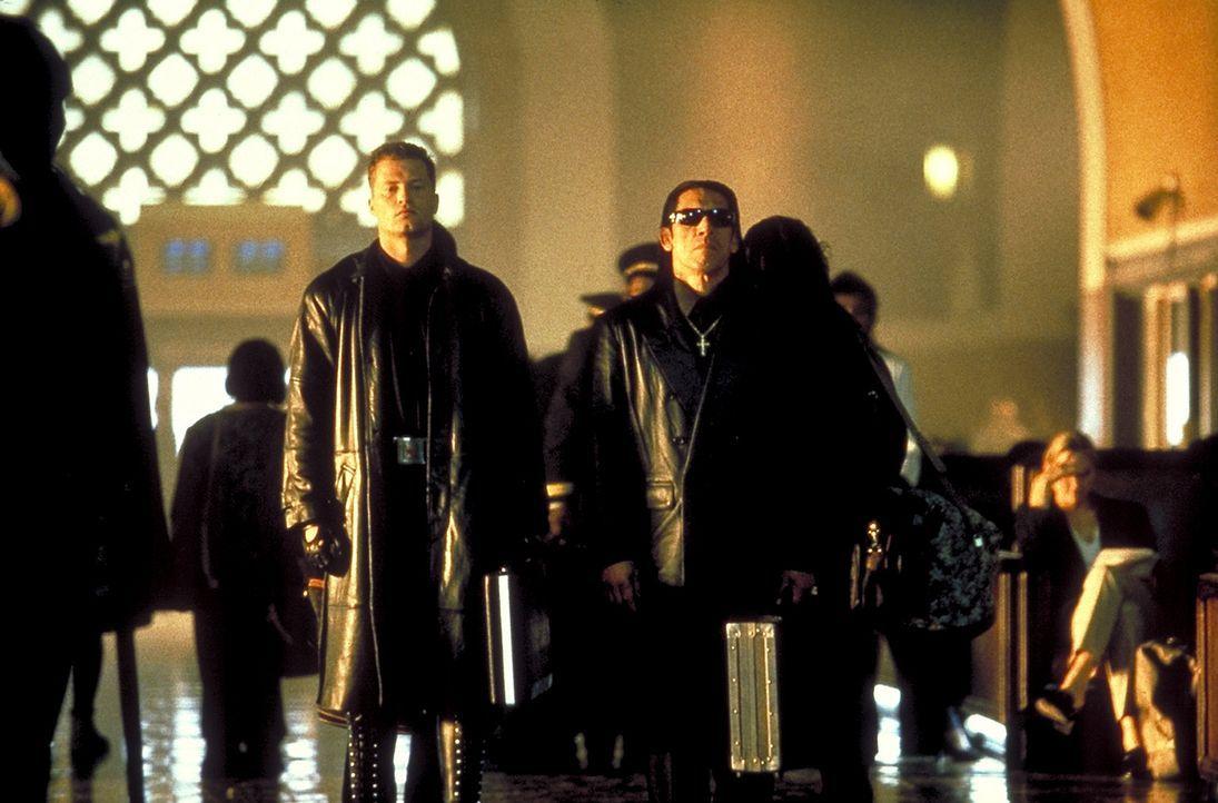 Unterwegs in skrupelloser Mission: die Ersatzkiller Ryker (Til Schweiger, l.) und Collins (Danny Trejo, r.) ... - Bildquelle: Columbia Tri-Star