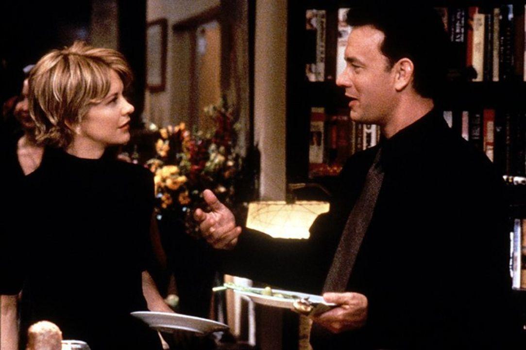 Noch ahnen Kathleen Kelly (Meg Ryan, l.) und Joe Fox (Tom Hanks, r.) nicht, dass sie im Cyberspace sehr gute, anonyme Freunde sind. Im realen Leben... - Bildquelle: Warner Bros. Pictures