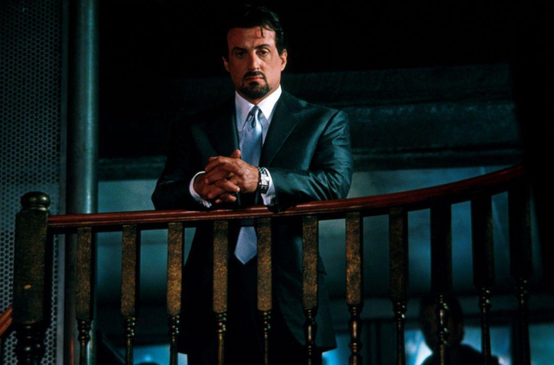 Jack Carter (Sylvester Stallone) hinterfragt sein bisheriges Leben. - Bildquelle: Warner Bros.