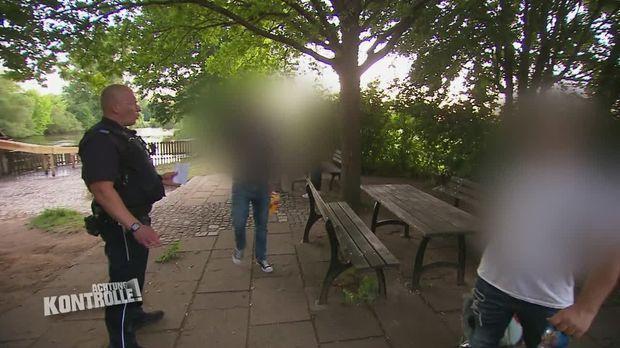 Achtung Kontrolle - Achtung Kontrolle! - Thema U.a.: Strenges Alkoholverbot Im Park - Betrunkene In Fürther Grünanlage
