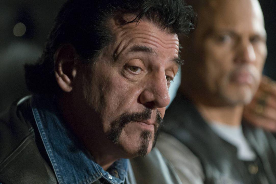 Kurz nach seinem Eintreffen bei den Sons ist Frankie Diamond (Chuck Zito, l.) an einem Attentat beteiligt ... - Bildquelle: 2012 Twentieth Century Fox Film Corporation and Bluebush Productions, LLC. All rights reserved.
