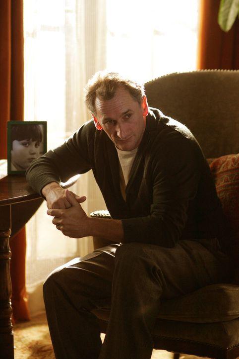 Weiß Larry Hopkins (Matt Craven) vielleicht doch den Grund für das Verschwinden seines Sohnes? - Bildquelle: Warner Bros. Entertainment Inc.