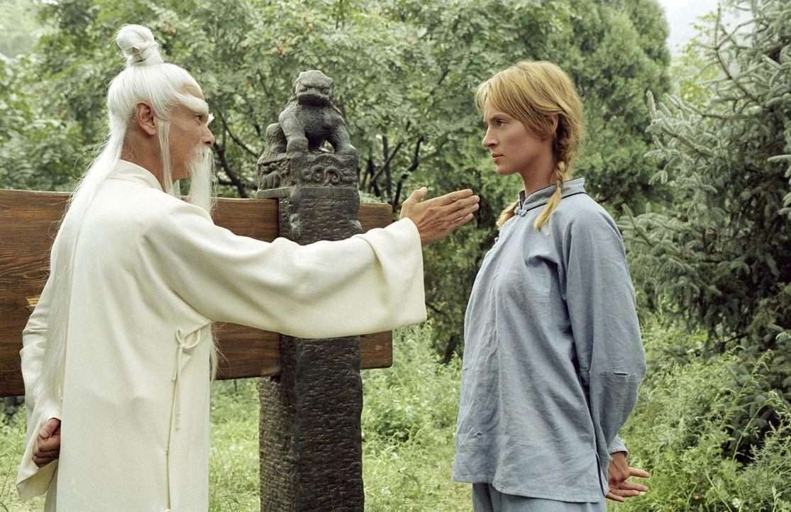 Noch ahnen Beatrix' (Uma Thurman, r.) Gegner nicht, dass die jahrelange Kung-Fu Ausbildung bei Pai Mei (Chia Hui Liu, l.) nicht ohne Wirkung geblieb... - Bildquelle: Miramax Films. All rights reserved