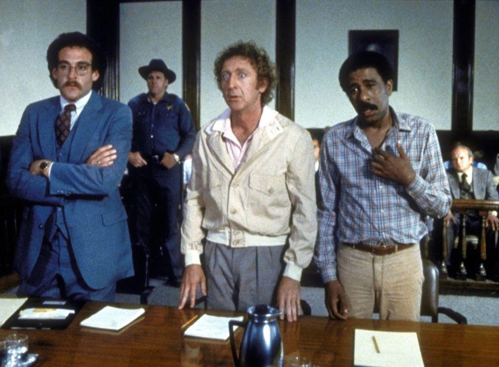 Skip (Gene Wilder, M.) und Harry (Richard Pryor, r.) werden unschuldig zu 125 Jahren Gefängnis verurteilt. - Bildquelle: Columbia Pictures Corporation