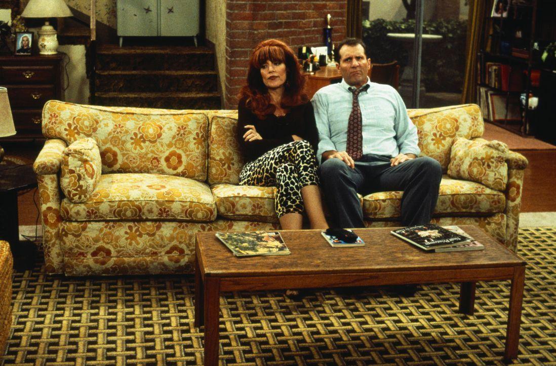 Scheiden tut weh: Peggy (Katey Sagal, l.) und Al (Ed O'Neill, r.) haben sich aufgrund ihrer Unzufriedenheit voneinander getrennt, und erst durch die... - Bildquelle: 1996, 1997 ELP Communications. All Rights Reserved.