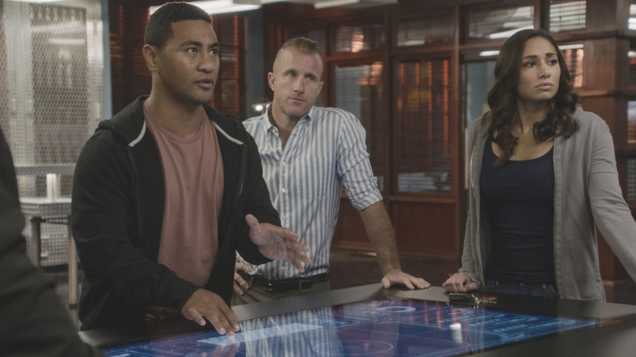 (v.l.n.r.) Junior Reigns (Beulah Koale); Danny Williams (Scott Caan); Tani Rey (Meaghan Rath) - Bildquelle: 2019 CBS Broadcasting, Inc. All Rights Reserved.