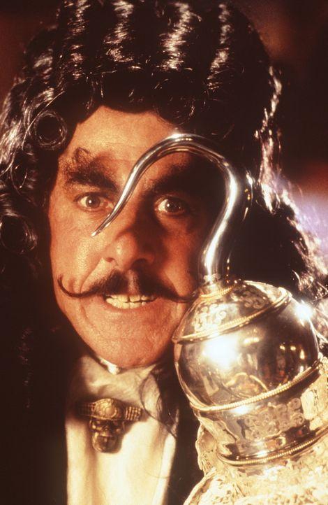Captain Hook (Dustin Hoffman) hat nur noch einen Gedanken: Peter Pan endgültig den Garaus zu machen ... - Bildquelle: Copyright   1991 TriStar Pictures, Inc. All Rights Reserved.