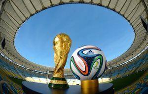 WM-Pokal und Ball