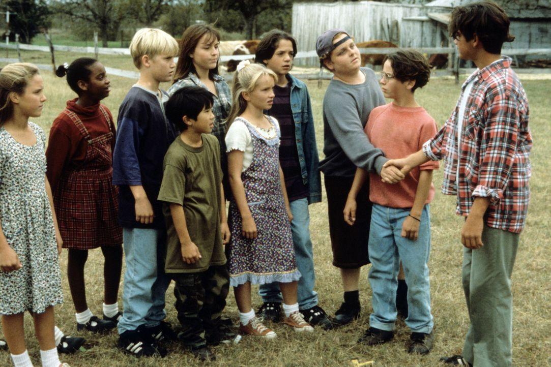 Wollen unbedingt das arrogante Team der Nachbarschule besiegen: Jeffrey (Billy Sullivan, 2.v.l.), Larry (Patrick Renna, 3.v.r.) und Evan (Chauncey L... - Bildquelle: Walt Disney Pictures