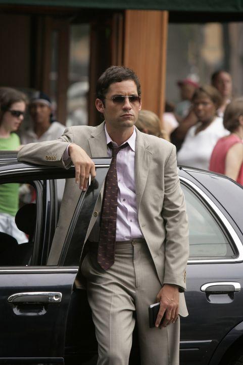 Bei einem wichtigen Einsatz hat Danny Taylor (Enrique Murciano, M.) einen schweren Fehler begangen ... - Bildquelle: Warner Bros. Entertainment Inc.