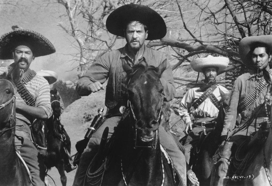 Der gefürchtete Calvera (Eli Wallach, M.) und seine Bande kennen kein Erbarmen ... - Bildquelle: 1960 METRO-GOLDWYN-MAYER STUDIOS INC. All Rights Reserved.