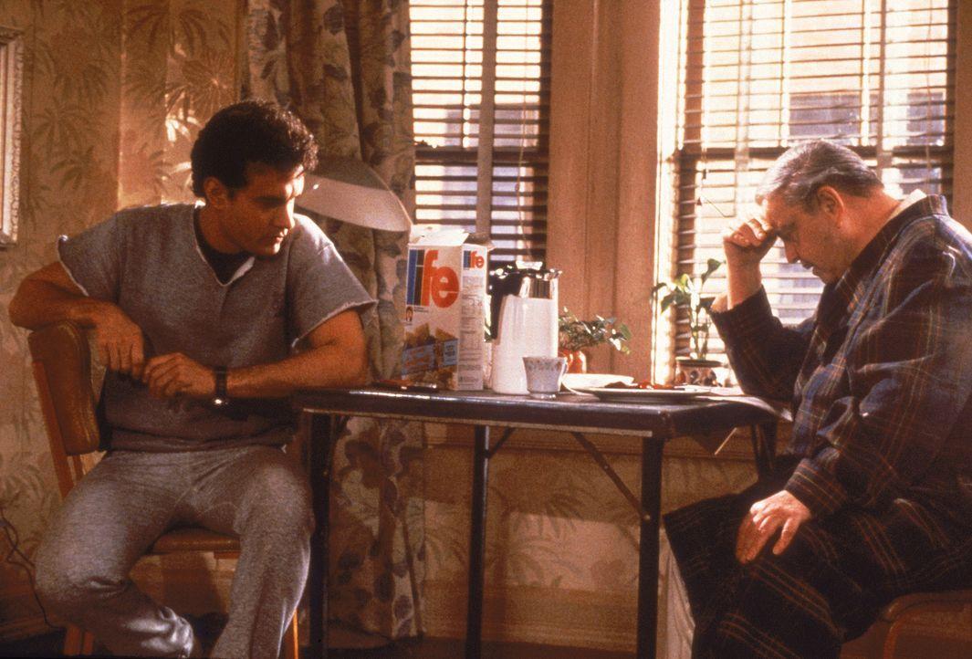 Der erfolgreiche Kreativ-Direktor David Basner (Tom Hanks, l.) kümmert sich um seinen verbitterten Vater (Jackie Gleason, r.), der nach 34 Jahren Eh... - Bildquelle: 1986 TriStar Pictures, Inc. All Rights Reserved.