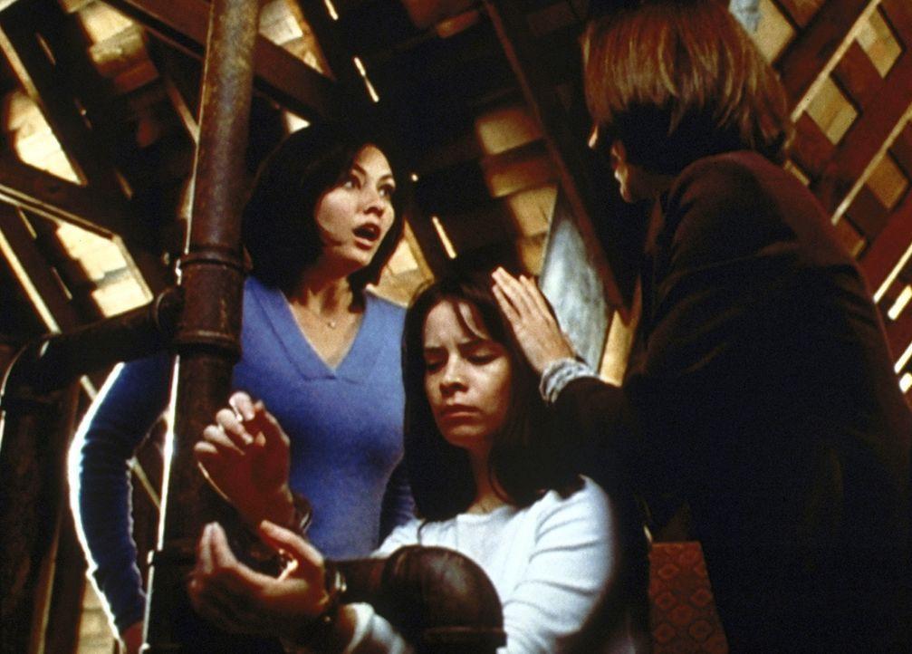 """Piper (Holly Marie Combs, M.) ist von einem """"Wendigo"""" angegriffen und verletzt worden. Nun beginnt sie, sich selbst in solch ein Wesen zu verwandeln... - Bildquelle: Paramount Pictures"""