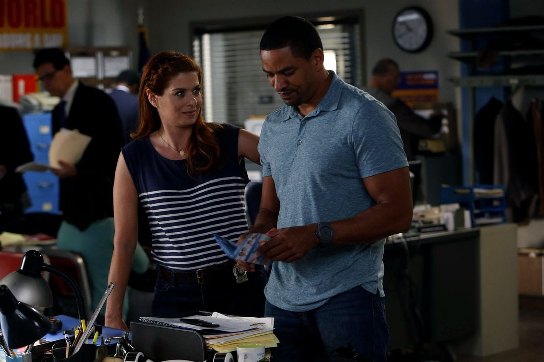 Ein neuer Mordfall beschäftigt Laura (Debra Messing, l.) und Billy (Laz Alonso, r.) ... - Bildquelle: Warner Bros. Entertainment, Inc.
