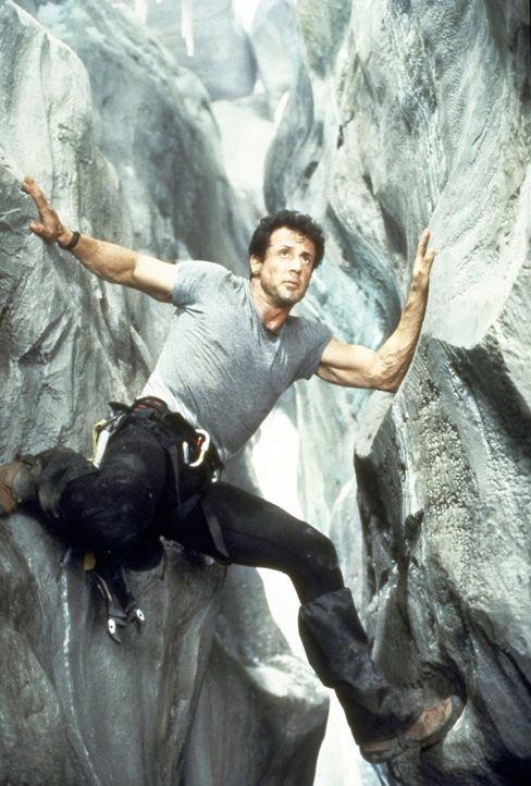 Immer an der Wand lang: Freeclimb-Spezialist Gabe Walker (Sylvester Stallone). - Bildquelle: 1993 Cliffhanger B.V. All Rights Reserved.