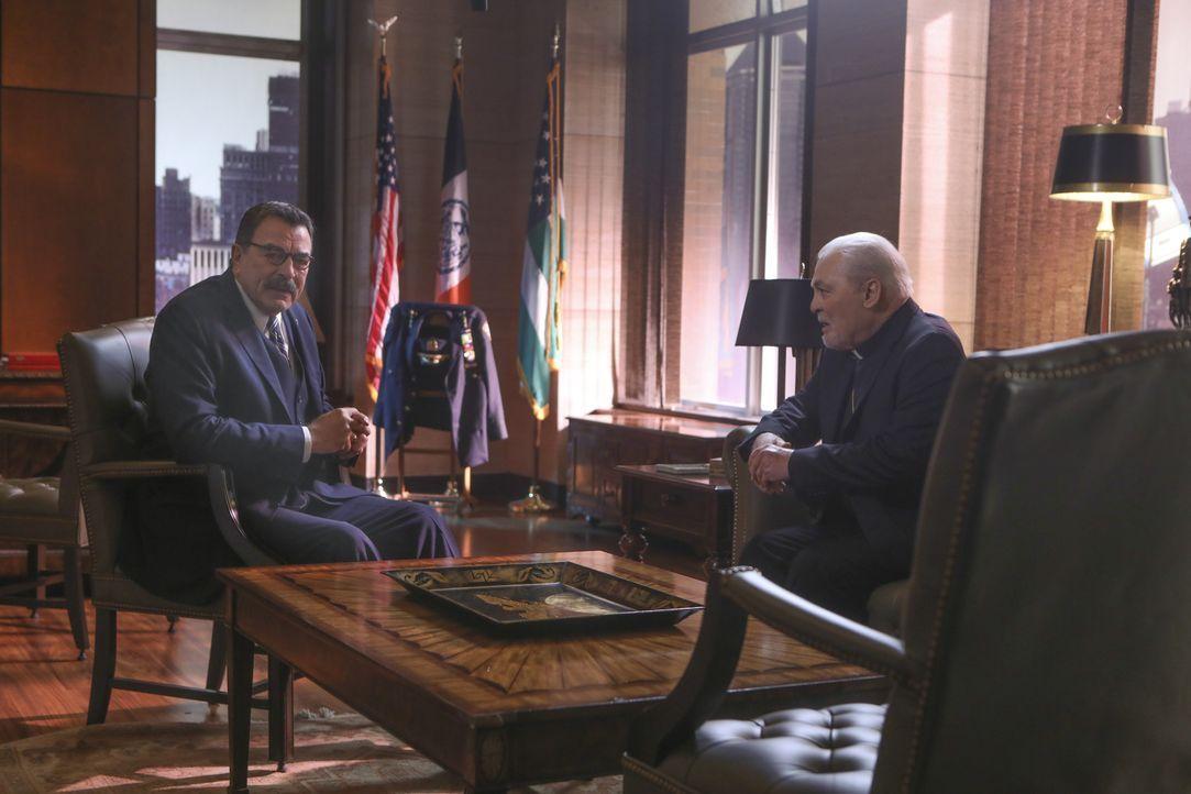 Frank Reagan (Tom Selleck; l.); Kevin Kearns (Stacy Keach, r.) - Bildquelle: Craig Blankenhorn 2017 CBS Broadcasting Inc. All Rights Reserved. / Craig Blankenhorn