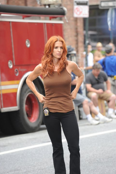 Versucht alles, um den Mörder von Peter Forrest, einem erfolgreicher Finanzmakler, zu fassen: Carrie (Poppy Montgomery) ... - Bildquelle: 2011 CBS Broadcasting Inc. All Rights Reserved.