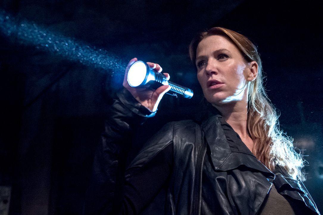 Als ein Mann ermordet wird, folgen Carrie (Poppy Montgomery) und Al der Spur, die das Opfer nutzte, um in New York Schätze zu finden ... - Bildquelle: 2013 Sony Pictures Television Inc. All Rights Reserved.