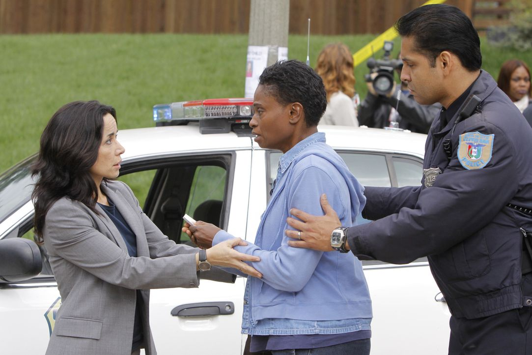 Während den Ermittlungen wird das Team von Jeanette Rawlins (Adina Porter, M.) unterbrochen - deren Tochter ebenfalls vermisst wird. Werden Beth (Ja... - Bildquelle: ABC Studios