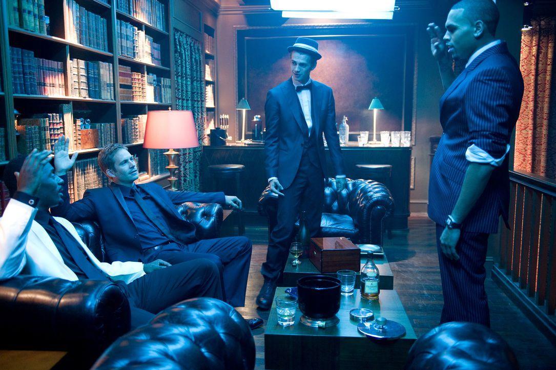 Gordon Cozier (Idris Elba, l.) John Rahway (Paul Walker, 2.v.l.), A.J. (Hayden Christensen, 2.v.r.) und Jesse Attica (Chris Brown, r.) planen den nä... - Bildquelle: 2010 Screen Gems, Inc. All Rights Reserved.