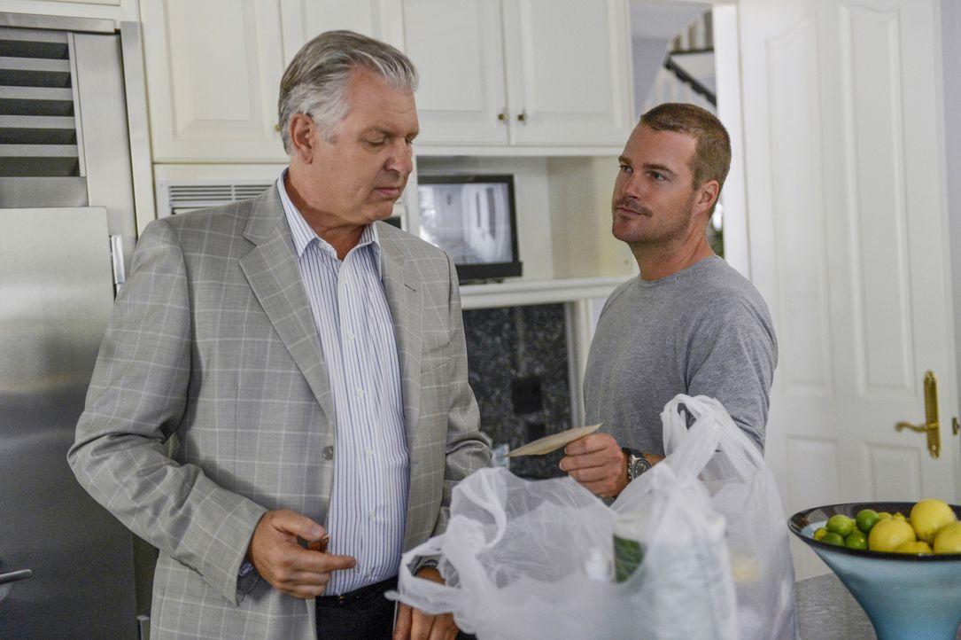 Gegen die Widerstände von Granger setzt Callen (Chris O'Donnell, r.) die Ermittlungen im neuen Fall fort und stößt bei seinem alten Bekannten Arkady... - Bildquelle: CBS Studios Inc. All Rights Reserved.