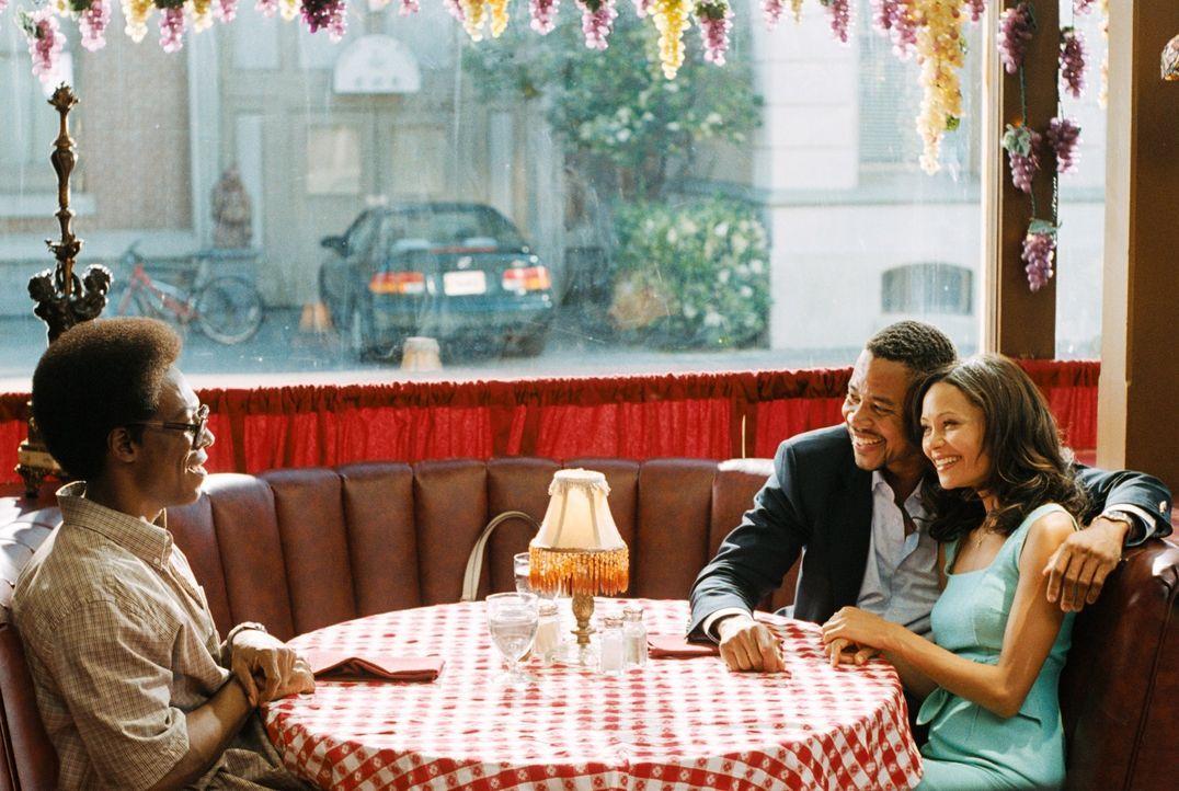 Ahnen nicht, dass Deion Hughes (Cuba Jr. Gooding, M.) das Waisenhaus in ein Nachtlokal umwandeln will: die schöne Kate (Thandie Newton, r.) und der... - Bildquelle: 2007 DREAMWORKS LLC. All Rights Reserved.