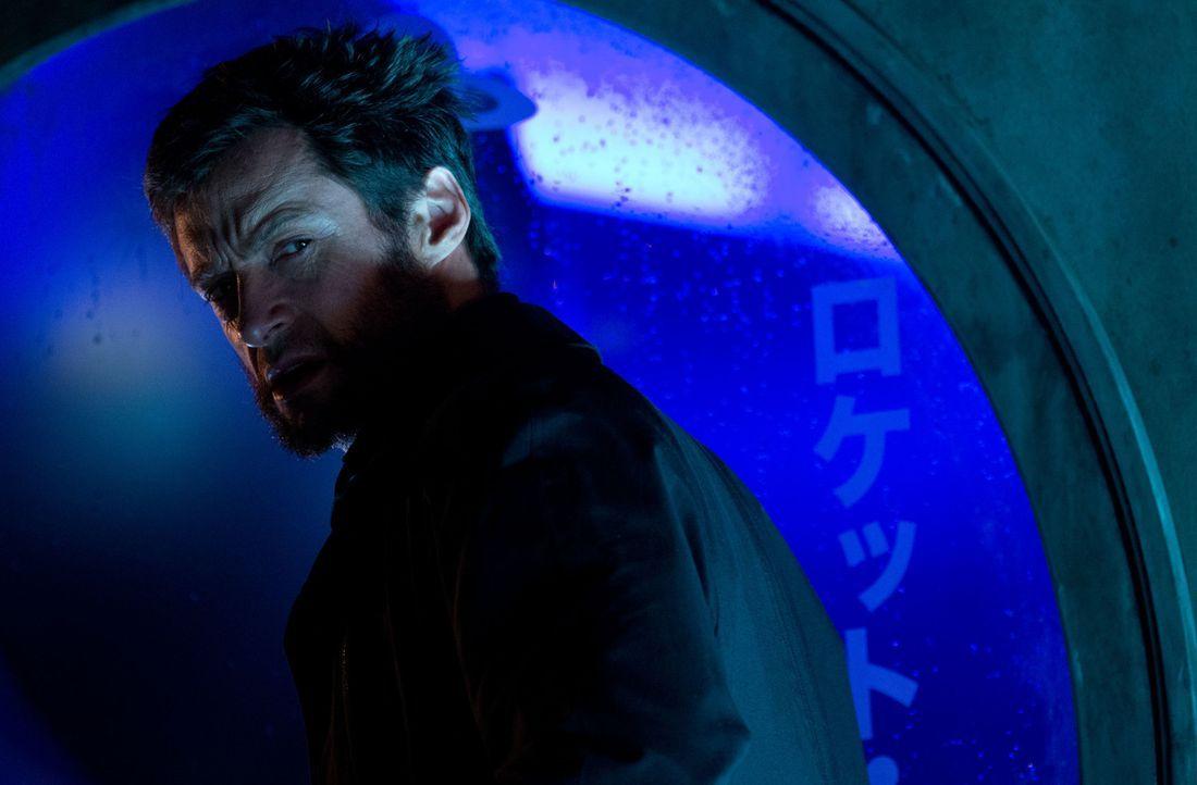 In Japan angekommen, erhält der unglückliche Unsterbliche Logan (Hugh Jackman) ein Angebot, seine regenerierenden Kräfte zu übertragen, damit er end... - Bildquelle: Ben Rothstein 2013 Twentieth Century Fox Film Corporation. All rights reserved.