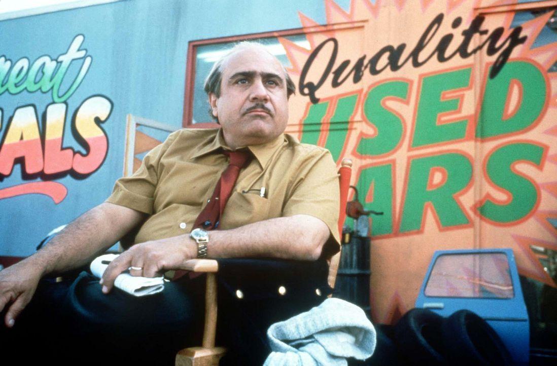 Der schmierige Gebrauchtwagenhändler Harry Wurmwald (Danny DeVito) bemerkt nicht, dass seine Tochter Matilda ein Genie ist ... - Bildquelle: Columbia TriStar