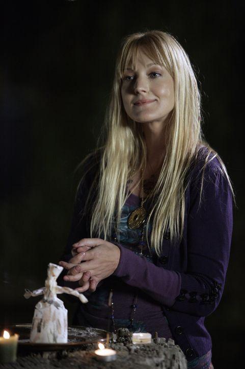 Hat Tamzin Dove (Azura Skye) etwas mit dem Verschwinden von Cody Elkins zu tun? - Bildquelle: Warner Bros. Television
