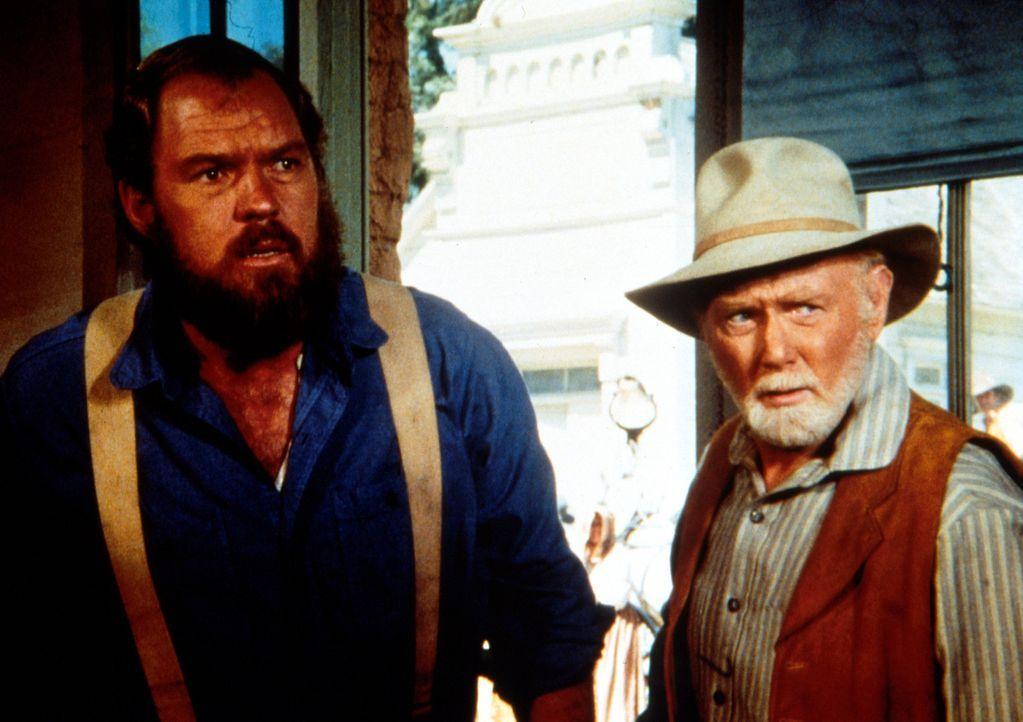 Hilfssheriff Garvey (Merlin Olsen, l.) und Sheriff Pike (Harry Lary, r.) kommen zu spät, um den jungen Tim Mahoney daran zu hindern, die Bank auszu... - Bildquelle: Worldvision
