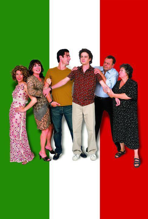 Mambo Italiano - Als sich Angelo (Luke Kirby, 3.v.r.) und Nino (Peter Miller, 3.v.l.) outen,  versuchen Maria (Ginette Reno, r.), Gino (Paul Sorvino... - Bildquelle: Samuel Goldwyn Films