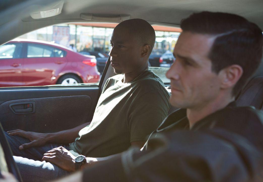 George Irving (Robbie Jones, l.); Eddie Arceneaux (James Ransone, r.) - Bildquelle: Amazon.com, Inc. and Fabrik Entertainment, Inc.