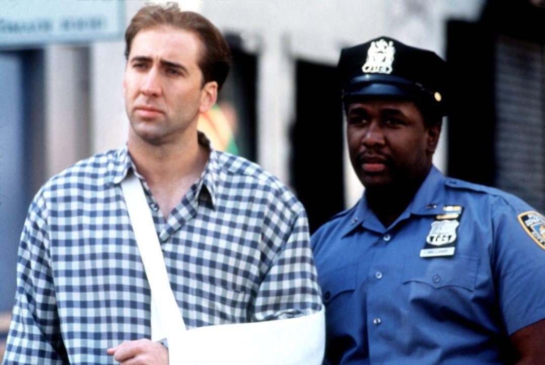 Der angeschlagene Charlie (Nicolas Cage, l.) und sein Kollege Bo (Wendell Pierce, r.) trauen ihren Augen kaum ... - Bildquelle: Columbia TriStar