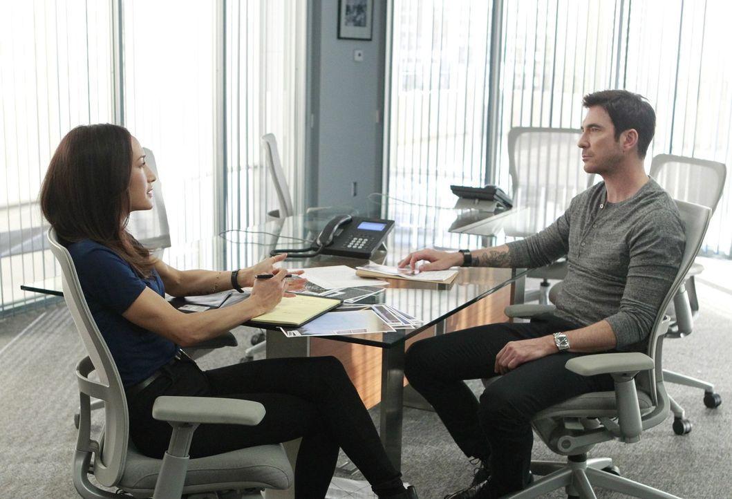 Bei den Ermittlungen in einem neuen Fall bekommen es Jack (Dylan McDermott, r.) und Beth (Maggie Q, l.) mit Rassismus zu tun ... - Bildquelle: Warner Bros. Entertainment, Inc.