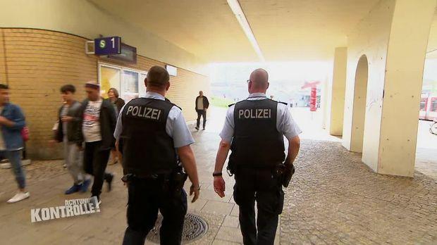Achtung Kontrolle - Achtung Kontrolle! - Thema U.a: Randale Auf Dem Bahnhofsplatz - Bundespolizei Halle