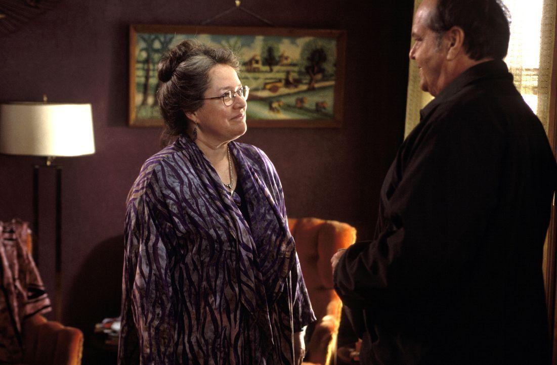 Mit der esoterisch eingestellten Roberta Hertzel (Kathy Bates, l.) kommt der konservative Warren Schmidt (Jack Nicholson, r.) überhaupt nicht klar .... - Bildquelle: New Line Cinema