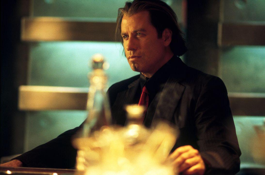 Der superreiche Geschäftsmann Gabriel Shear (John Travolta) sucht einen Mann für ein hochbrisantes Projekt: Ein Hacker soll ins Computernetz der Reg... - Bildquelle: Warner Brothers International