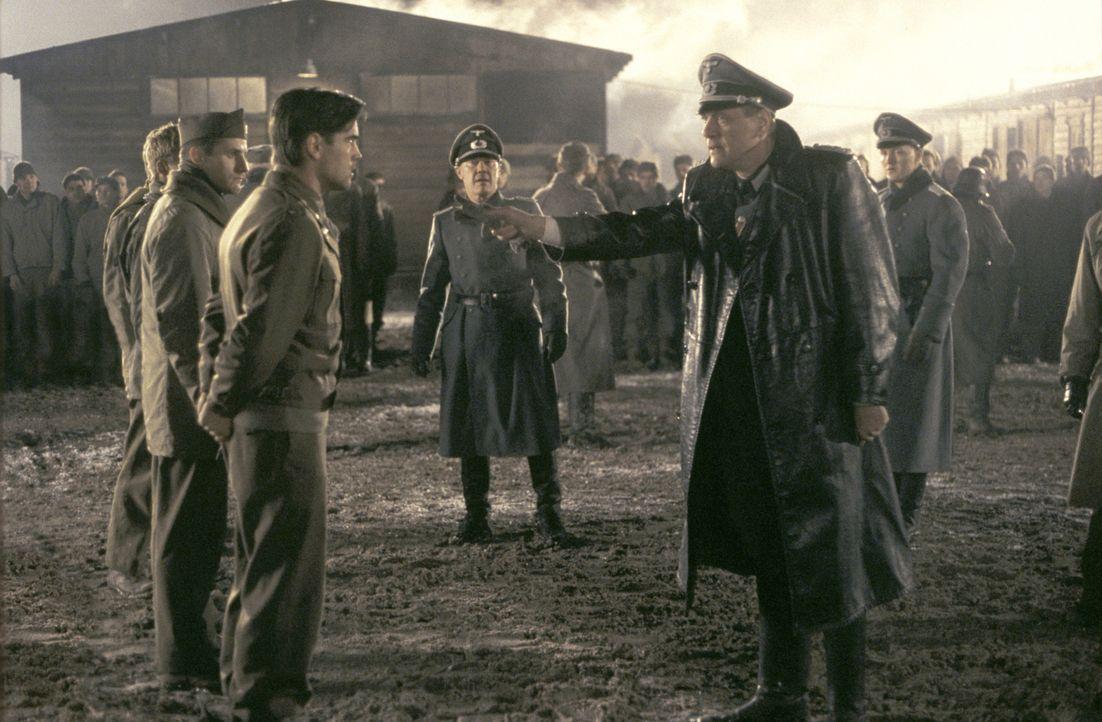 Augsburg 1944. Seit Monaten fristet der junge Lt.Thomas Hart (Colin Farrell, vorne l.) seine Tage in einem NS-Gefangenenlager unter Aufsicht des unm... - Bildquelle: Metro-Goldwyn-Mayer Studios Inc. All Rights Reserved.