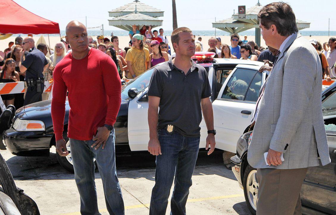 Mit viel Fingerspitzengefühl, versuchen Callen (Chris O'Donnell, M.) und Sam (LL Cool J, l.) einen neuen Fall zu lösen ... - Bildquelle: CBS Studios Inc. All Rights Reserved.